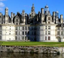 Loire valley castles from Paris private minivan and guiding in the castles