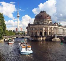 Yacht-Rundfahrt durch Berlin!
