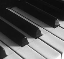 Entdecke die Welt der Töne durch Klavierspielen!